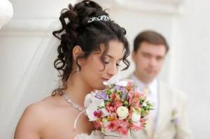 Как правильно подобрать украшение к свадебному платью