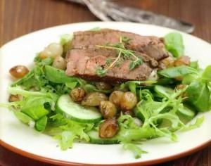Салат с медальоном из говядины