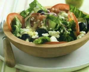 Греческий салат с заправкой тахини