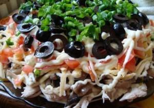 Салат «Здоровье» с курицей и грибами